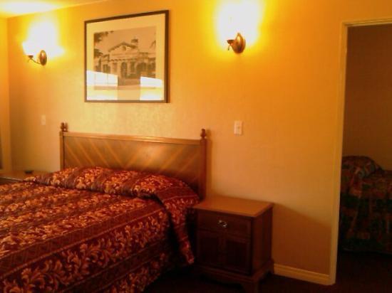 Aqua Inn Motel: 2 Bed Room Suite