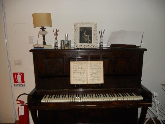 La Casa  di Momi: Il pianoforte