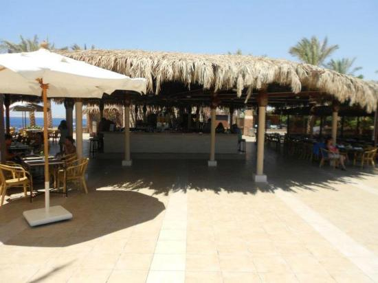 Jaz Fanara Resort & Residence: Bar by the pool