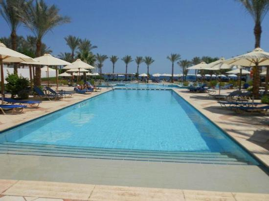 Jaz Fanara Resort & Residence: Pool area