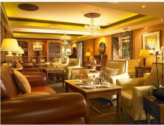 The Castlecourt Hotel: Castlecourt Lounge2