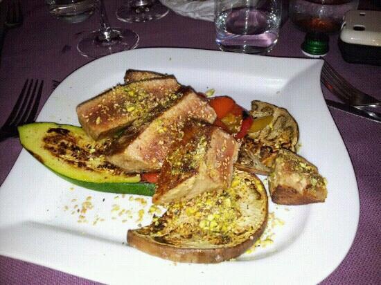 Abracadabra : tagliata di tonno in crosta di mandorle e pistacchi