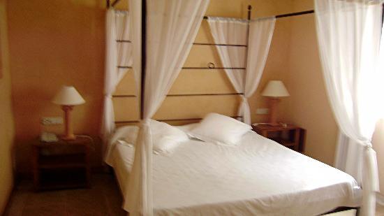 SENTIDO Pula Suites Golf & Spa: bedroom