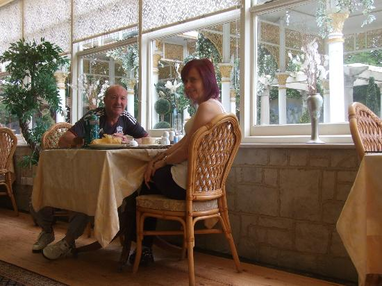 Enchanted Manor: Breakfast