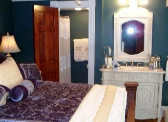 Four Seasons Inn of Soldier Pond : Guest Room