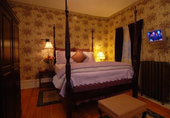 Great Tree Inn Bed & Breakfast: Victorian Violet Room