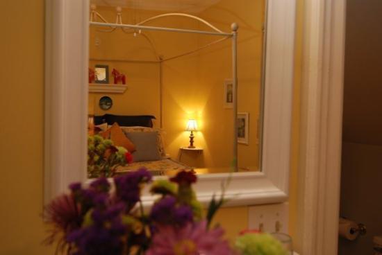 Great Tree Inn Bed & Breakfast: Sunflower Room