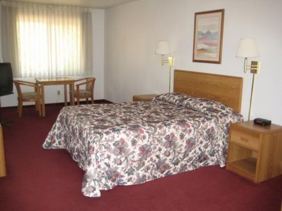 Vino Inn & Suites: Guest Room