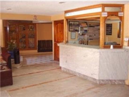 Hotel Atenas: Front desk