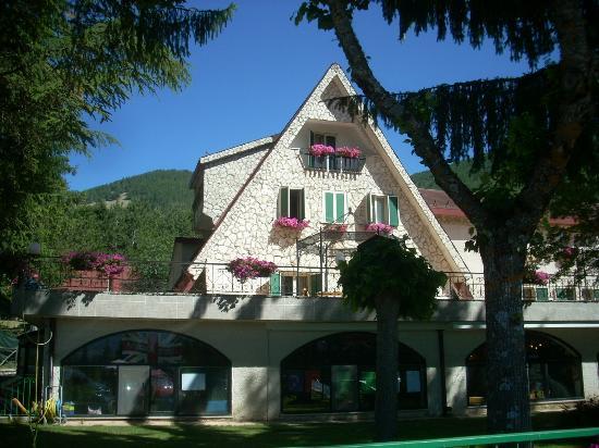 Hotel Bamby : l'hotel visto di fronte