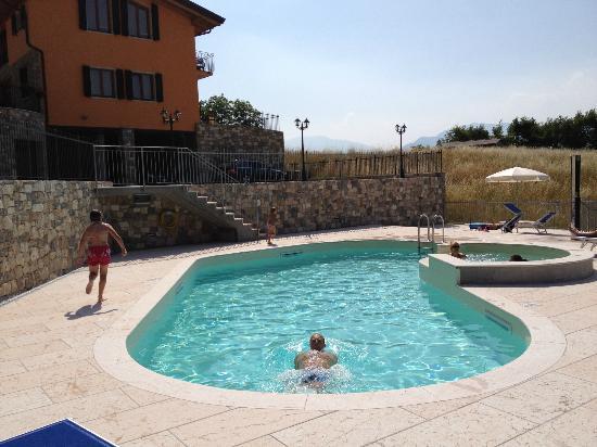 Agriturismo San Maggiore: La piscina.