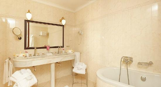 Hotel Liberty: Bathroom
