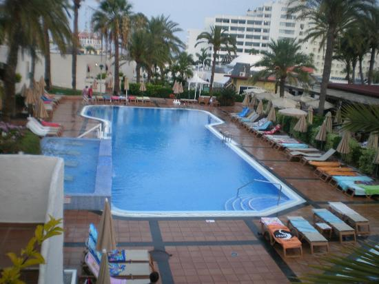 HD Parque Cristobal Tenerife: Pool area 8am in morning