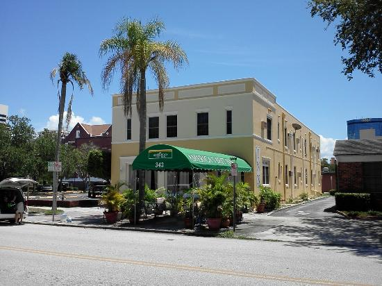 The Inn on Third: A street view of Americas Best Inn St Petersburg