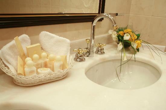 Hotel Liberty: Bathroom details