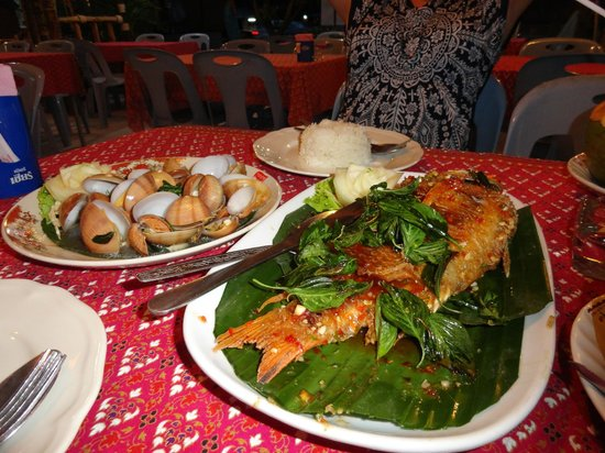 Bussaba Thai Restaurant: Fish, clams, seafood tom yam and a couple of beers = 750 baht(dinner for 2)