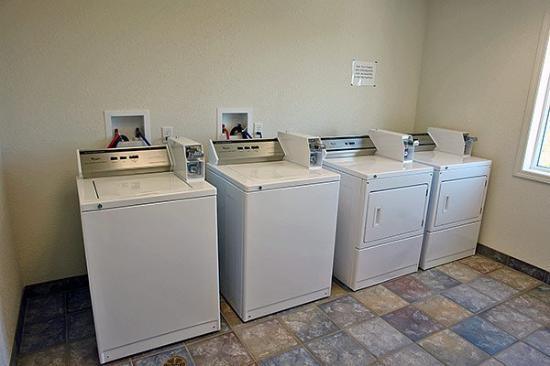 Motel 6 Grande Prairie: Laundry