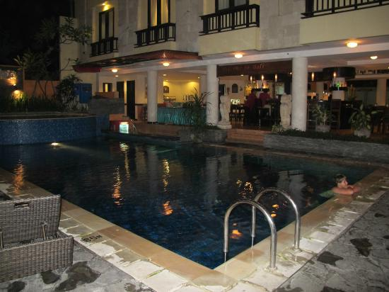 Losari Hotel & Villas: pool area, restaurant/ bar area behind