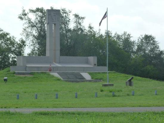 Goliad, Техас: Fannin Memorial Monument