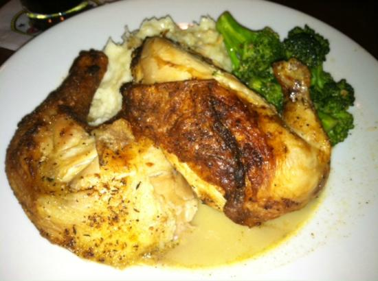 Papa Razzi : Half broiled chicken with broccoli and mashed potatoes.