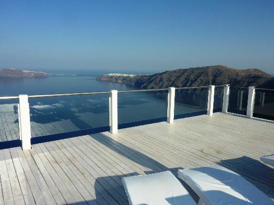 Rocabella Santorini Resort & Spa: Great views from the main pool area