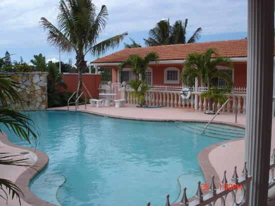 Blind Pass Resort: Heated Pool- Relax On Our Patio-