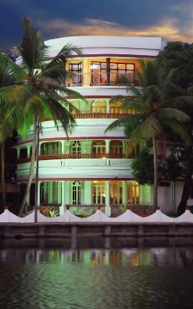 Oval Retreat Palace : Copy