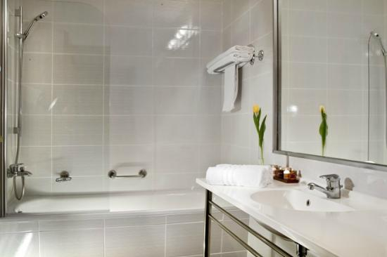 Hanza Hotel : Bathrom standard room