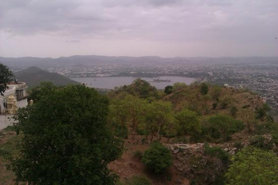 Taj Lake Palace Udaipur: View from monsoon palace - a good getaway from the hotel! Shows u the hotel's position too!