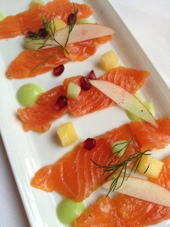 Theatercafeen: Salmon sashimi with wasabi dressing
