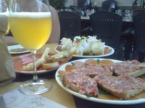 Paderno Dugnano, Italia: ecco i crostini con la salsiccia fresca!