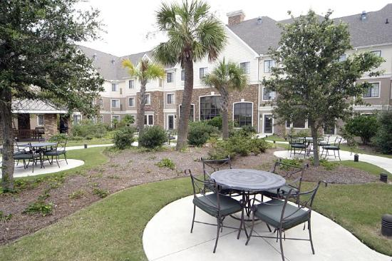 Staybridge Suites : Big Spacious Courtyard to relax in Myrtle Beach!
