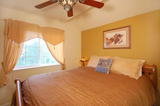 Quail Run / Villas at Walton Creek : Bedroom