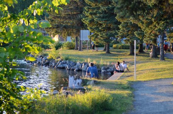 Auberge Gouverneur Shawinigan: Park front hotel
