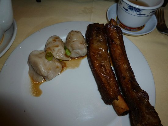 Ken's Beijing: Pork dumplings and ribs