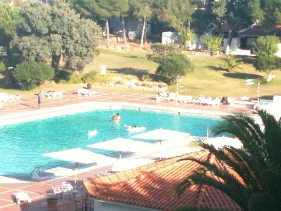 Vilanova Resort: pool area from balcony