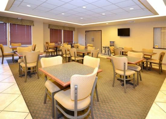 Comfort Inn & Suites Yuma: Breakfast seating