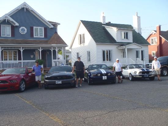 Hotel Georges: the guys and their mustang