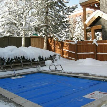 Snowcrest Condominiums: Pool