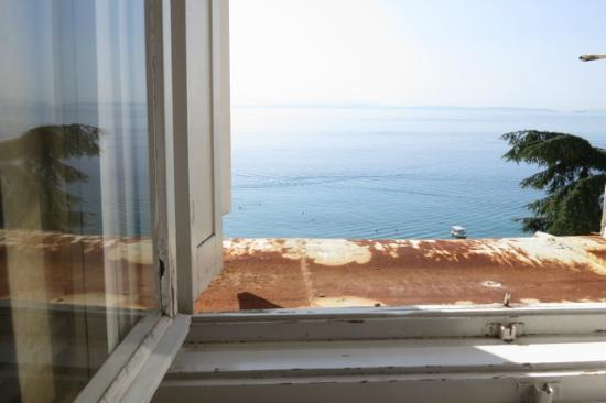 Remisens Premium Hotel Kvarner: View from the window, over a panel of rust