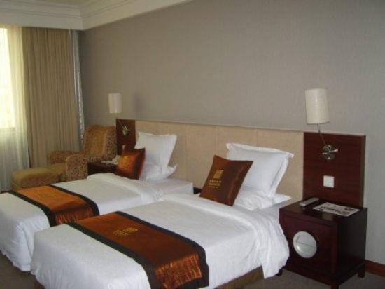 Royal Crown Grand Hotel : Guest Room