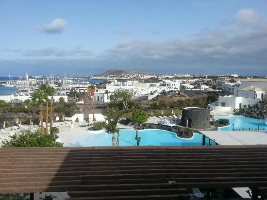 Hotel THe Volcan Lanzarote: View over the marina from our room