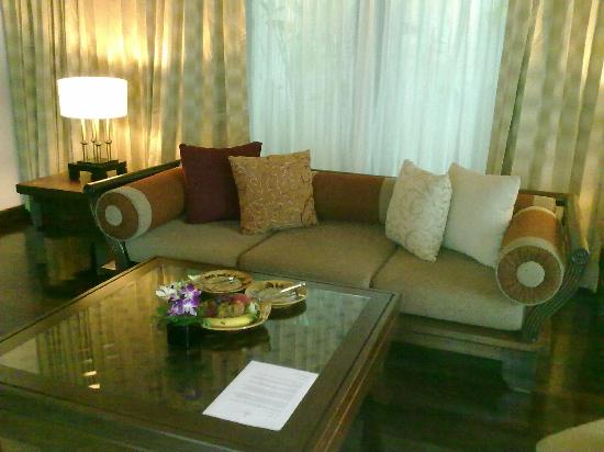 Nora Beach Resort and Spa: Very spacious and comfortable lounge room in the Pool Villa