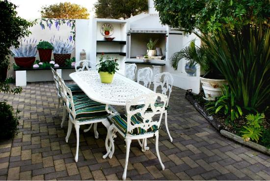 Milkwood Country Cottage: Pool and Braai Area