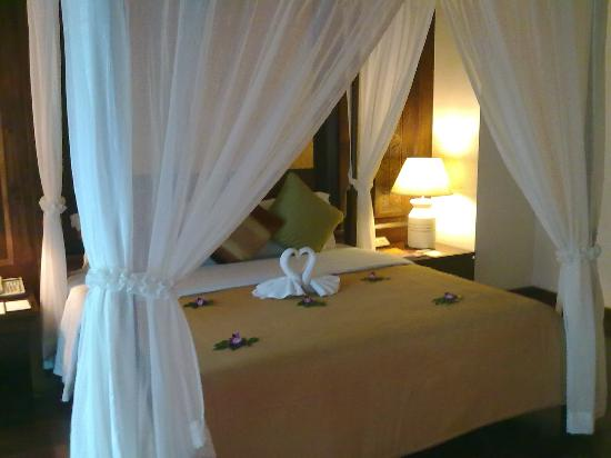 Nora Beach Resort and Spa: Amazing bedroom in the Pool Villa