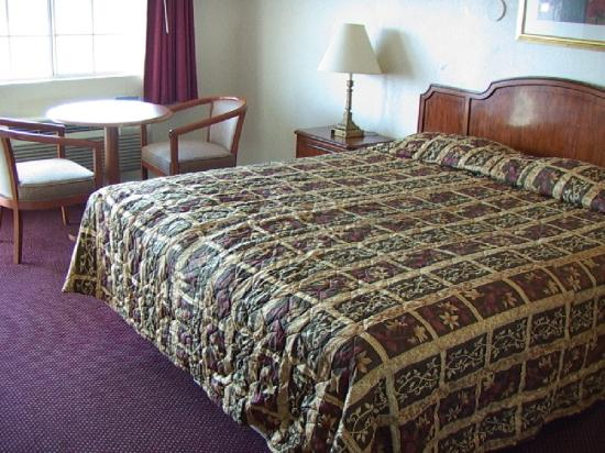 West Coast Inn: CAL-King Size Bed