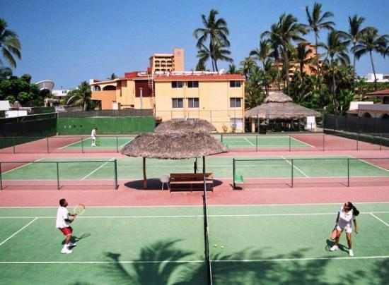 Margaritas Hotel & Tennis Club : Three Tennis courts