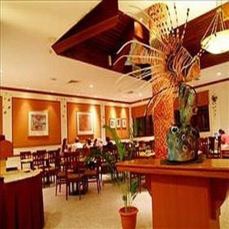 Hulhule Island Hotel: Restaurant