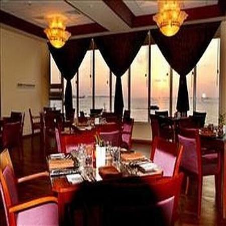 Hulhule Island Hotel: Restaurant II