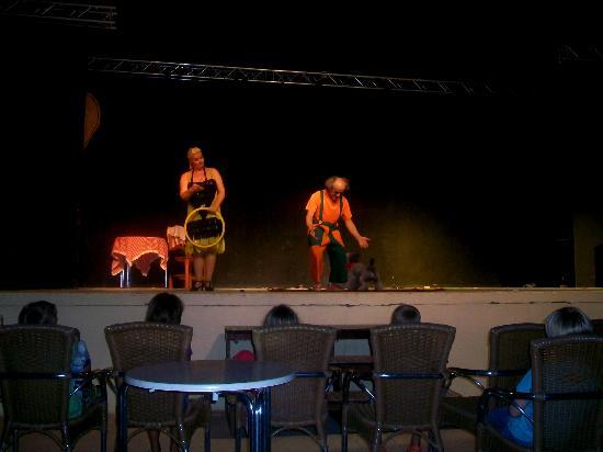 Valentin Playa de Muro: spettacolo serale pagliacci